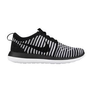 NIKE Roshe Two Striped Flyknit Sneakers
